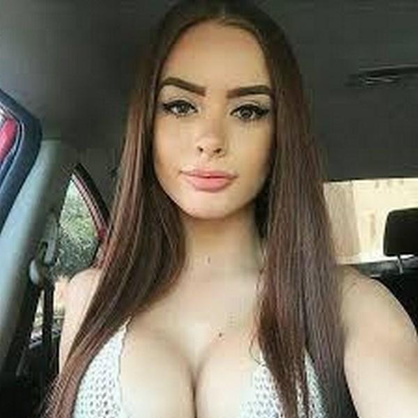Annonce femme libérée aux seins siliconés